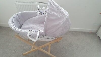 Cuggl wicker moses Basket with folding stand RRP £80