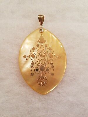 Vintage 14K Yellow Gold MOTHER OF PEARL PENDANT
