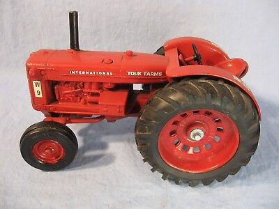 Vintage Ertl International IHC W 9 Toy Tractor