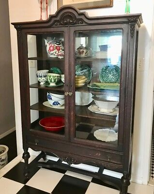 Antique Quality double door Oak China Cabinet with Glass and oak shelves