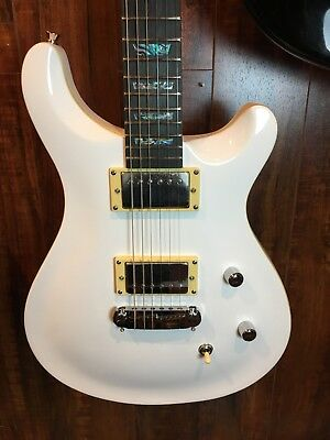 Wolf W200C Electric Guitar Solid White