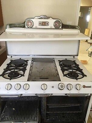 Vintage  O'Keefe and Merritt Gas Stove with Broiler