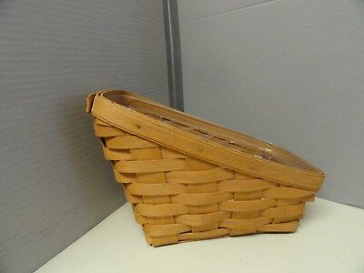 1993 Longaberger small Vegetable Basket with plastic liner