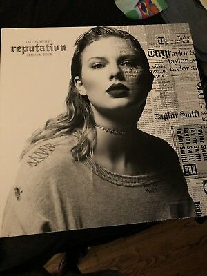 BRAND NEW THE TAYLOR SWIFT Reputation Tour VIP PACKAGE BOX & Memorabilia