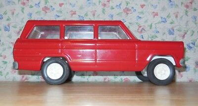 TONKA Red Jeep Wagoneer - Pressed Steel - 1960's - Working Tailgate