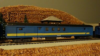 HO Scale  CN VIA RAIL Athabaska Combination Passenger Car  Lot E 10