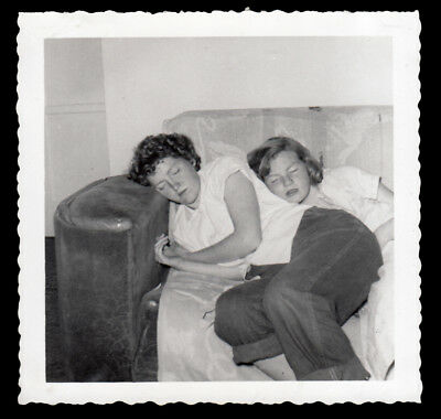 EXHAUSTED DENIM JEANS GIRLS SLEEPS w FRIEND on BUTT ~ 1955 VINTAGE PHOTO