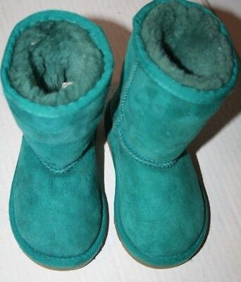 Uggs size 7 Toddler Kids Classic s/n 5251T