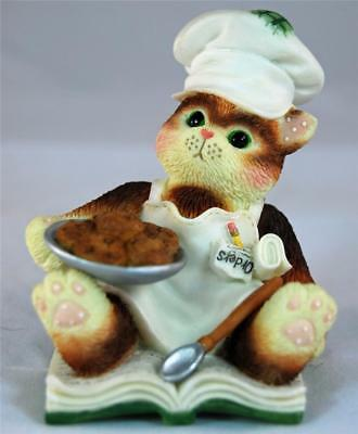 MIB Enesco Calico Kittens YOU SPICE UP MY LIFE CHEF Kitty Cat Baker with Cookies