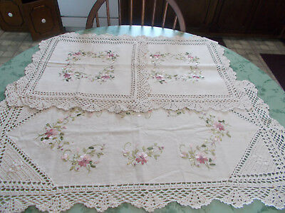 Pet Rescue Vintage Look Table Runner Set/3 Pieces Pieced Crochet PreOwned Decor