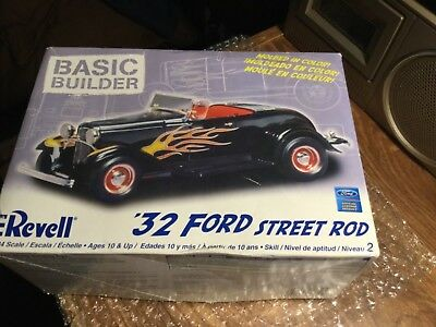 Revell- ford -1:24 Scale- Basic Builder- looks complete- See Pics