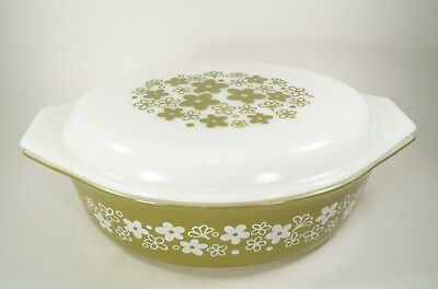 Pyrex Spring BlossomGreen Daisy 2 1/2 qt Oval Casserole Dish with Cover 1972-79