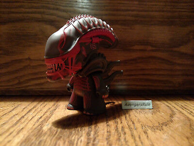 Aliens The Game Over Collection Titans Vinyl Figures Xenomorph Warrior Red 2/18