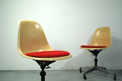 pair of VINTAGE Herman Miller PACC shivel chairs, design Charles & Ray Eames