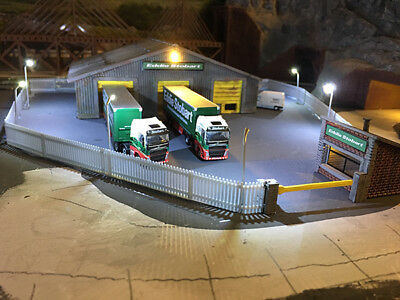 1 Meter of N Scale Security fence 20x  50mmX15mm panels