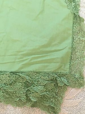 """VTG Chartreuse Moss Pea Green Tablecloth  58"""" x 88 Rectangle Lace Edge~BEAUTIFUL"""
