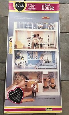 SINDY DOLL Vintage 3 Storey House Lift Spiral Stairs Boxed Complete Pedigree