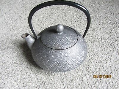 Japanese Scalloped Patterned Cast-Iron Teapot Kettle Signed Japan