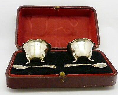 Lovely Cased Antique Pair Of Solid Sterling Silver Salts & 800 Spoons Hm 1915