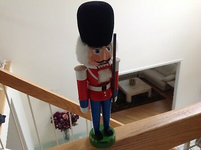 Erzgebirgische Volkskunst German NUTCRACKER Buckingham Palace/Queens Guard