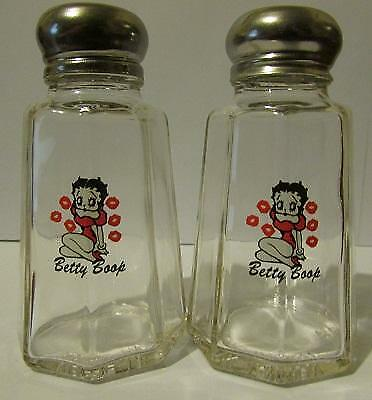 Charming Set Of 2 Betty Boop Kisses Salt and Pepper Shakers