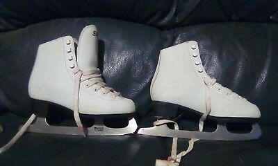 Ice skates,size 4.. Spirit , figure skates.childrens or small adult.