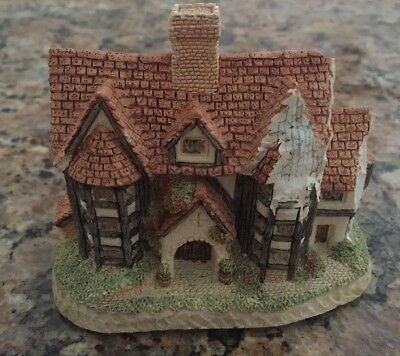 "DAMAGED ~  David Winter Cottages  ""Shirehall"" 1985  Miniature"
