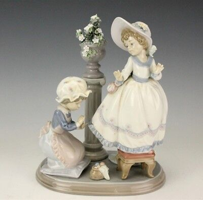 Retired LLADRO Spain A Stitch in Time #5344 Porcelain Figurine No Reserve BNF