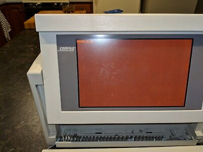 Compaq Portable III 2660 Vintage 80s Luggable suitcase computer Powers on