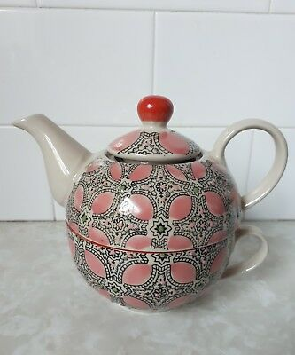 T2 cup in a teapot