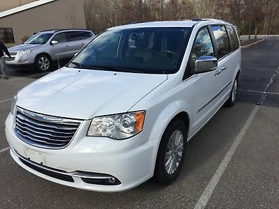 2015 Chrysler Town & Country Limited Platinum 2015 Chrysler Town and Country (Limited Platinum)