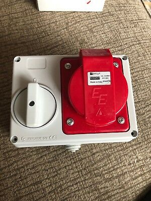 32 amp 4 pin socket interlocked switch 32A 3 phase 3P+E IP44 red 380 - 415V