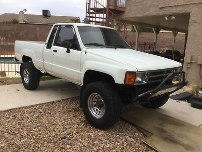 1987 Toyota Pickup  1987 Toyota Pickup 4X4 Extra Cab 22RE with 5speed and A/C!
