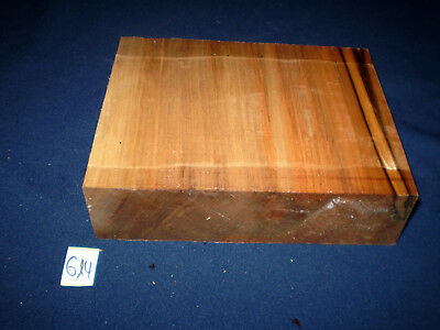 Satin Walnut  Drechselholz   175 x 225 x 60 mm   Nr. 614