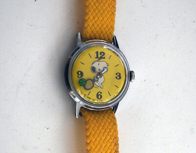 Vintage 1958 United Feature Syndicate Yellow Snoopy Tennis Watch - Runs Great!
