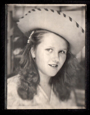 LOVELY COWGIRL GIRL in WESTERN WEAR COWBOY HAT ~ 1930s PHOTOBOOTH PHOTO