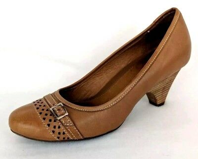 d3426bda9a0 Clarks ARTISAN Women s Tan Leather Pumps - Size 7.5