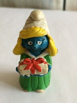 VINTAGE SMURFETTE WITH GIFT shipping is for up to 10 smurfs