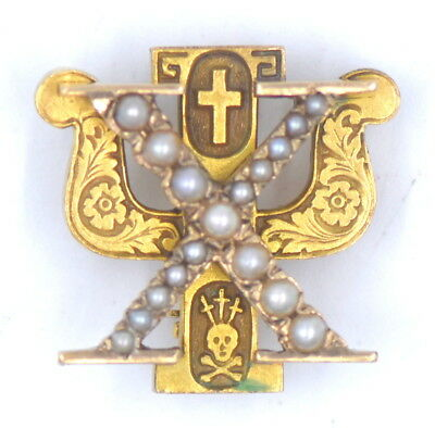 Vintage Chi Psi Seed Pearl Fraternity Pin Badge Cross Skull 10K Yellow Gold 1945