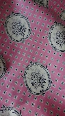 ADORABLE MORCEAU ANTIQUE FRENCH COTTON CHINTZ WITH FLOWER CARTOUCHES c1930