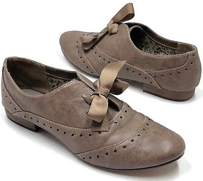 129c30667 Womens Restricted Roosevelt Flats Size 7 Brown Taupe Oxford Flat Bow Laces