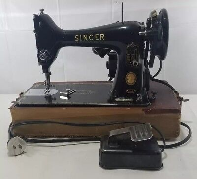 Vintage Singer Sewing Machine With Light And Foot Pedal Model 99K (Working...