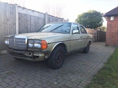 1983 Mercedes Benz 280E 300D Engine W123 OM617 Green Olive Velour Interior