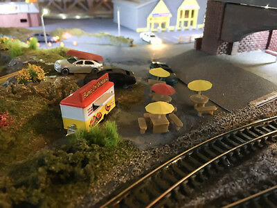 N Scale Picnic Tables x4 With Umbrellas