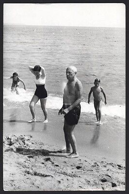 PABLO PICASSO at The Beach. Rare 1960's Original Vintage Photo 10,4 x 8 inches