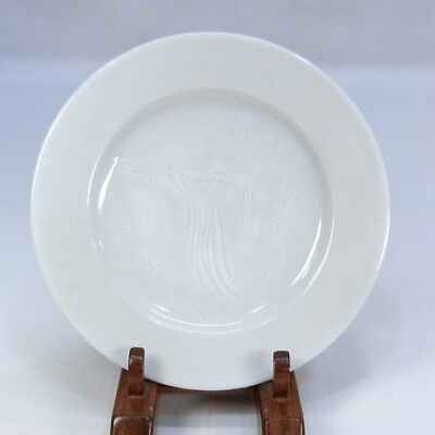 G606: Chinese white porcelain plate with sculpture of TOKKAYO style