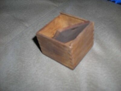 """Vintage, hand made small wooden box, 2""""x2""""x1.5"""", w/lid, ex conditiion"""
