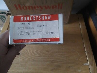 RobertShaw R424-1 Pressure Control 5-30 Psi, Opens Low, 1/8 Inch  Male. NEW NOS