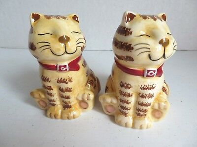 CUTE Ceramic Tabby Cat Salt and Pepper Shakers NIB Homespun Holiday Collection