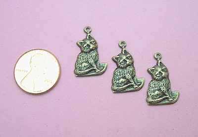 Charming Design Antique Brass Small Sitting Kitten Charm - 4 Pcs